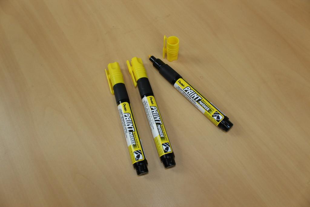 marcador pentel industrial amarelo permanente